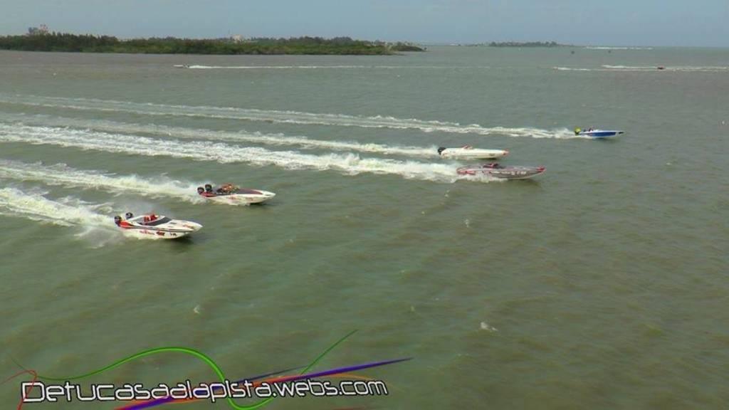 Cataño Offshore Grand Prix A2B685E3-3B3B-4C8F-8E33-F8E035DEB61B-2041-0000016DCB1C8721_zps262bc4db