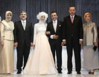 فستان ابنة رئيس تركيا يخالف توقعاتنا Alash3ar_Esq7NK1H0i1