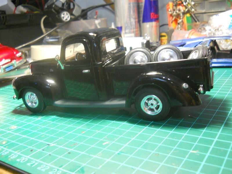 Ford 1942 Pickup 1/24 DSCN3554800x600_zps058b2c05