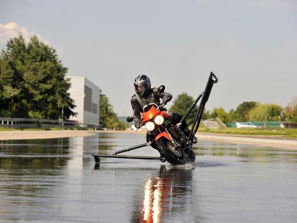 Bosh apresenta tecnologia e pesquisa sobre ABS para motos Img55015-1343235450-v580x435