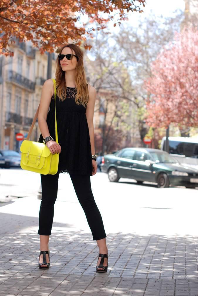 Looks diarios de bloggers y demás chicas que cuelgan en internet. - Página 11 7-street_style-neon-satchel-fluor-lace-dress