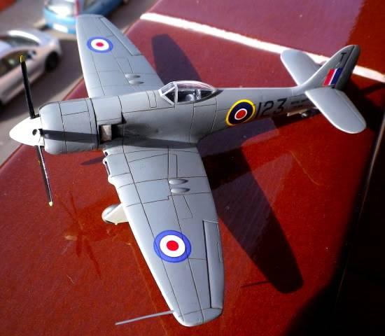 Hawker SeaFury, PM model, 1/72,terminado IMGP0003