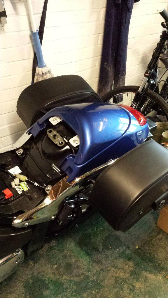 Fitted suzuki seat cowl on M800 2013 20140201_100205