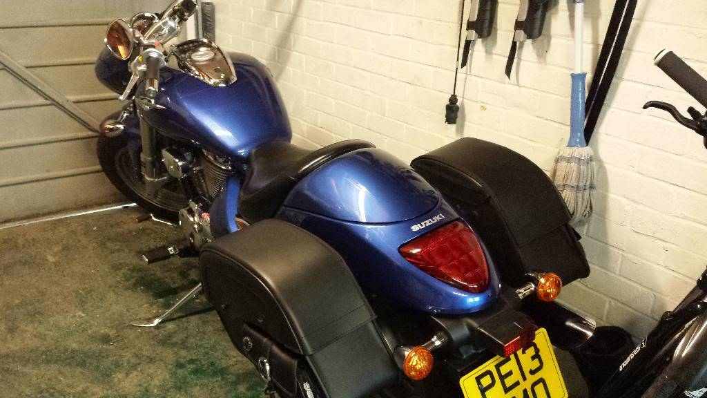 Fitted suzuki seat cowl on M800 2013 20140201_100327