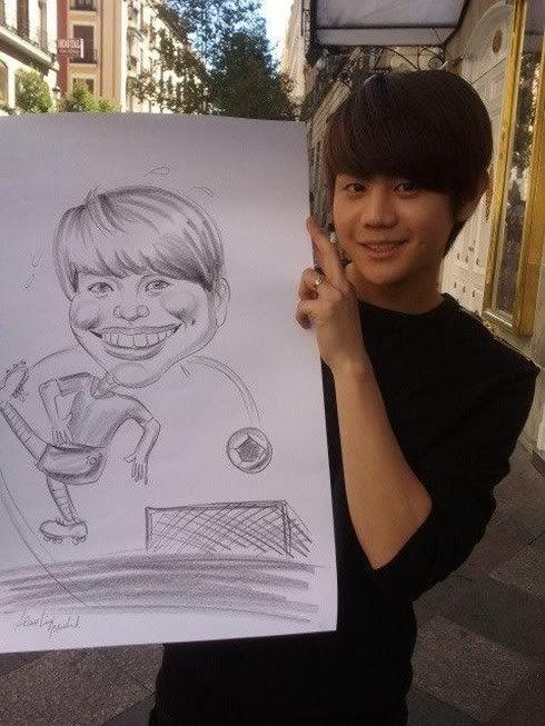 (noticia) 20.09.11 Yoseob de B2ST se  hace una caricatura en España 20110920_b2st_yoseob