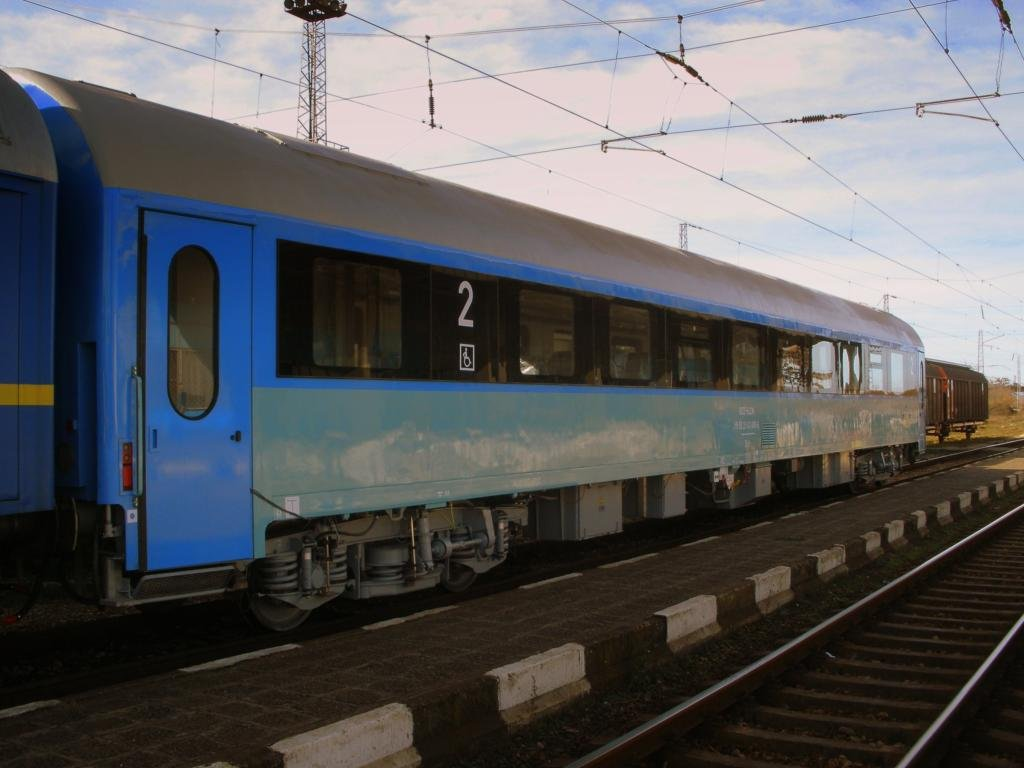 BDŽ-Bulgaria - Pagina 19 A_second_class_modernizied_passenger_car_of_25_11_2009_zps0e065ded