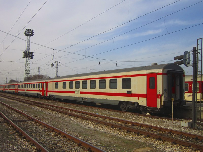 BDŽ-Bulgaria - Pagina 19 A_sleeping_car_of_class_71_WLABbmz_standing_on_central_18_02_2014_zps2858d9a1