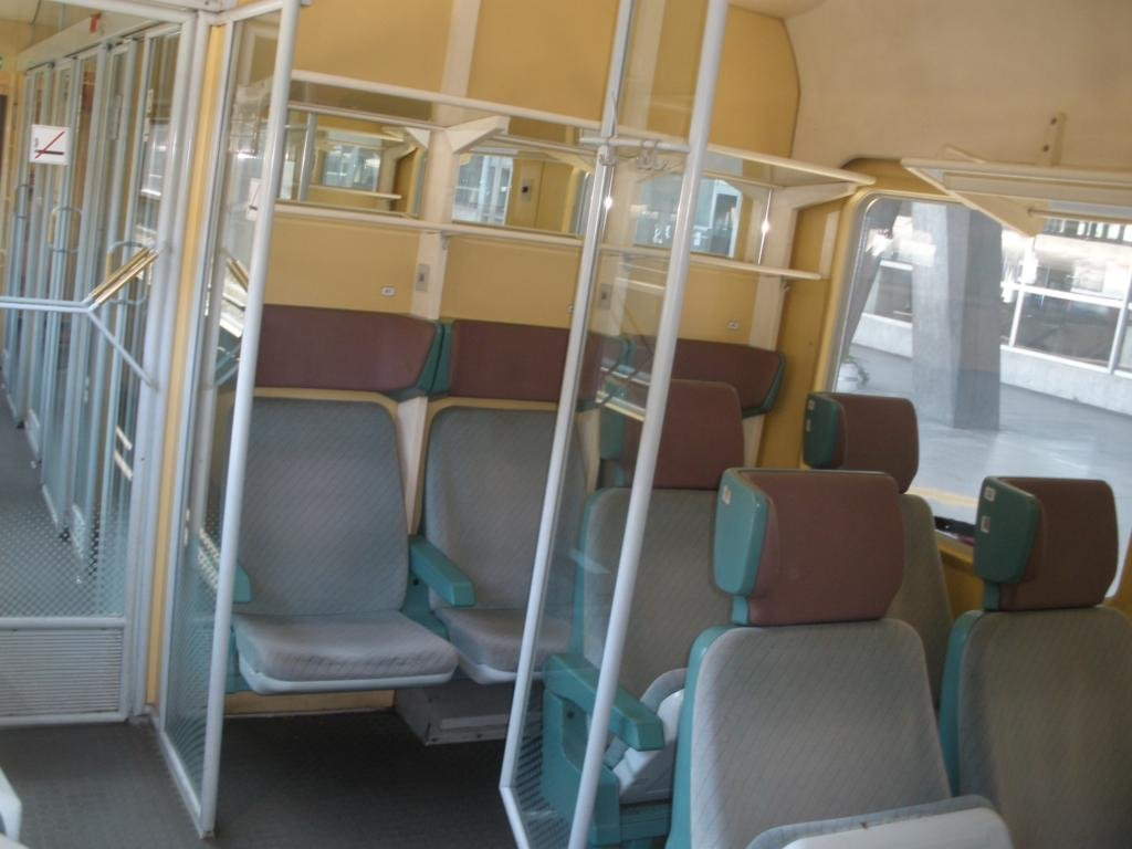BDŽ-Bulgaria - Pagina 19 An_interior_of_second_class_Intercity_14_06_2009_zpsbc2dfe32