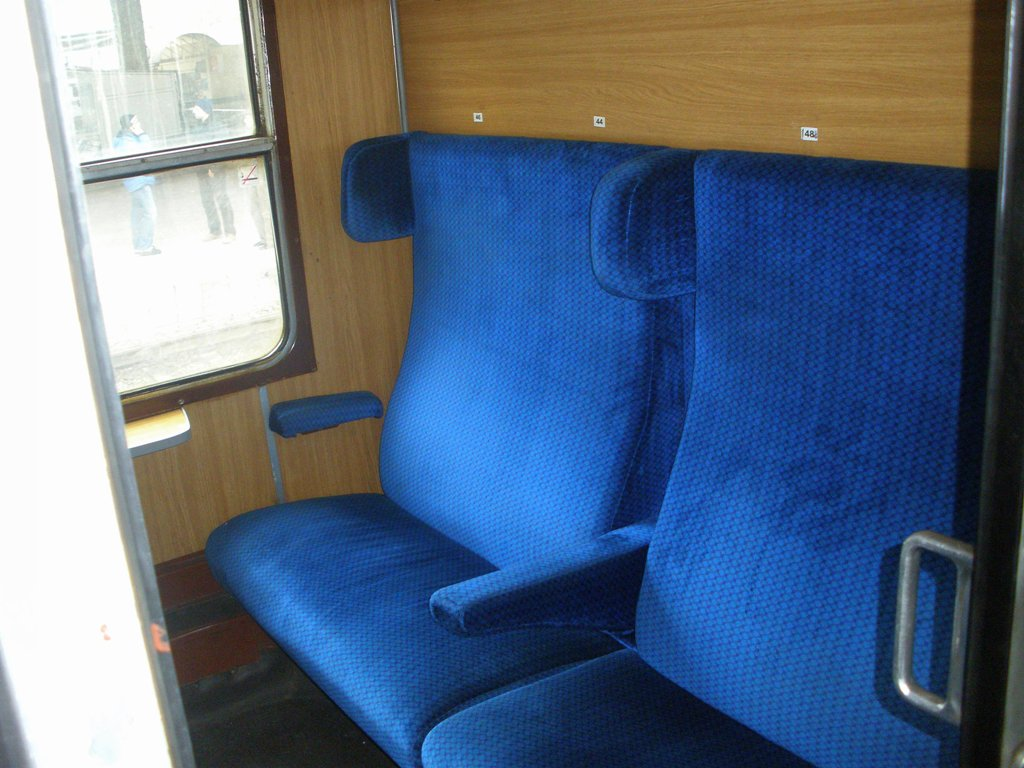 BDŽ-Bulgaria - Pagina 19 An_interior_of_second_class_passenger_car_of_class_30_01_2010_zpsb7db2693
