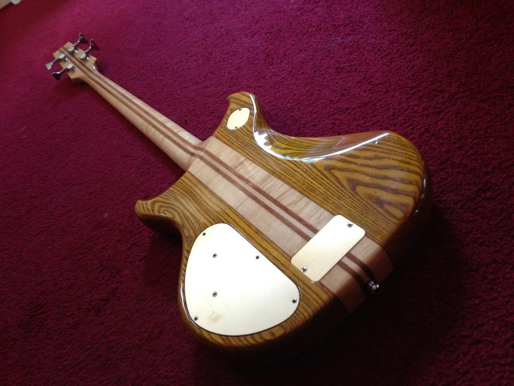 BASS - Thunder II Active bass. ThunderIIback
