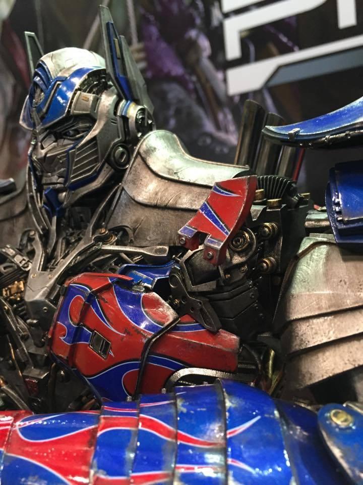 """Transformers : AoE - Optimus Prime """"Knight Edition"""" Statue  22ECB713-D4DA-4D63-A667-3980D5E1A5F7_zpswgxxho08"""