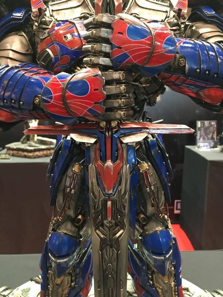 "Transformers : AoE - Optimus Prime ""Knight Edition"" Statue  FE25F715-2903-4DDF-8790-EBC979DE9256_zpszt9yilkg"