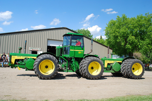 Quelqu'un a t'il des infos sur ce tracteur? 654654_zps96aba682