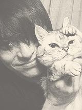 Atsushi & cats Tumblr_mjdbeuMk8w1qgl8kjo6_250_zpsc452680c