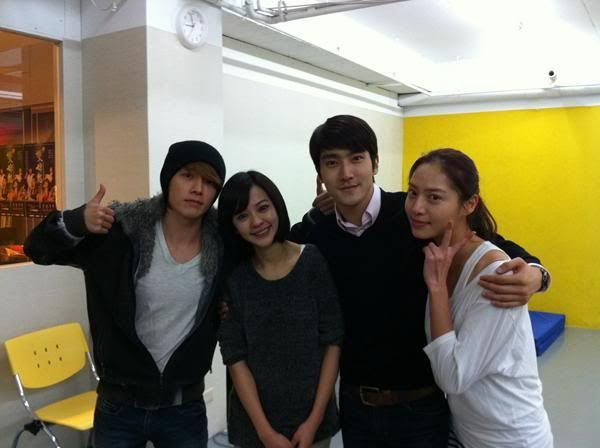 [07-04-11] Super Junior's Siwon and Donghae take a photo with their Taiwanese castmates 20110407_donghaesiwon