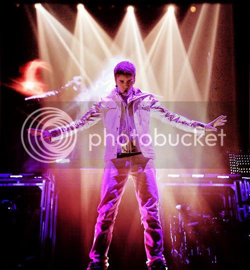 Justin Bieber - Page 3 Tumblr_li4hqzIGtB1qetbtho1_500_large