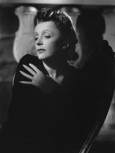 Không, Tôi không hối tiếc điều gì Piaf