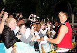 Sacha y sus fans :) Th_sacha_baron_cohen_2464495