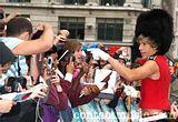 Sacha y sus fans :) Th_sacha_baron_cohen_2464537
