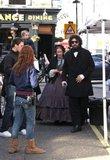 Misc - 01/03/2010 Visita a Isla en el set de una película Th_SachaBaronCohenSachaBaronCohenVisitsbTkoyDeLTqql