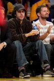 "Misc - 04/05/2010 Viendo un partidos de ""Los Angeles Lakers"" Th_SachaBaronCohenCelebritiesLakersGame0nWi_Anza4il"