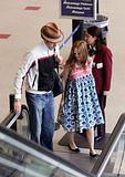 Misc - 27/05/2007 Con Isla en el aeropuerto de L.A. Th_SachaBaronCohenSachaBaronCohenIslaFisherOp4gLpLWY4Yl
