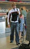 Misc - 27/05/2007 Con Isla en el aeropuerto de L.A. Th_SachaBaronCohenSachaBaronCohenIslaFisheru1ZKwa_DQkCl