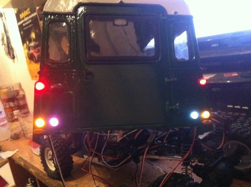 Axial Land Rover Defender 110 IMG_0821_zps1neuojcy