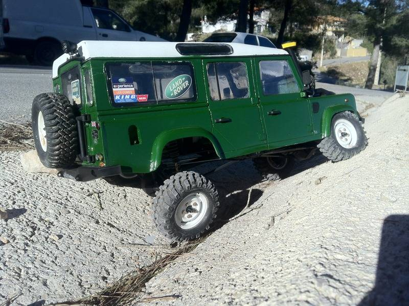 Axial Land Rover Defender 110 IMG_09451_zps5flloxes