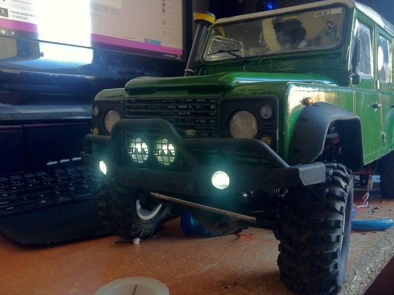 Axial Land Rover Defender 110 IMG_1101_zpsn4c7pfqw