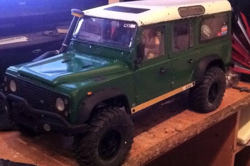 Axial Land Rover Defender 110 IMG_1108_zps4dai9kya