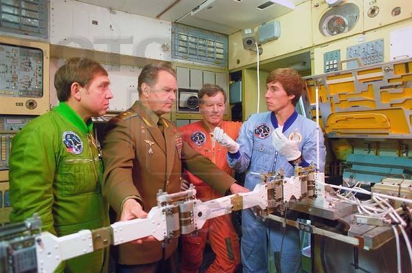 Aragatz 20 ans / 30 ans... Soyuz-TM-7-PrimaryCrew-Training-2