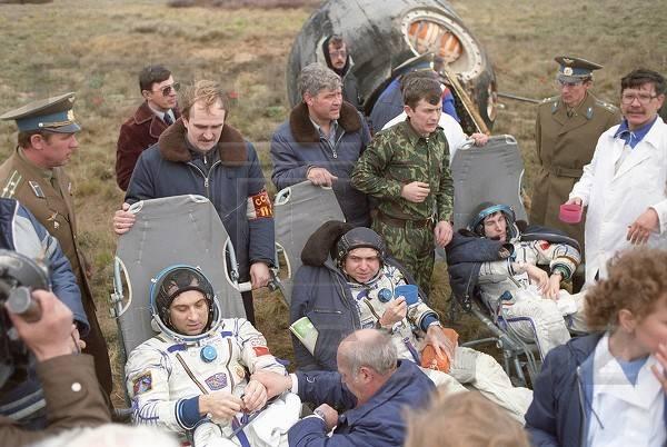 Aragatz 20 ans / 30 ans... SoyuzTM-7-PostLanding