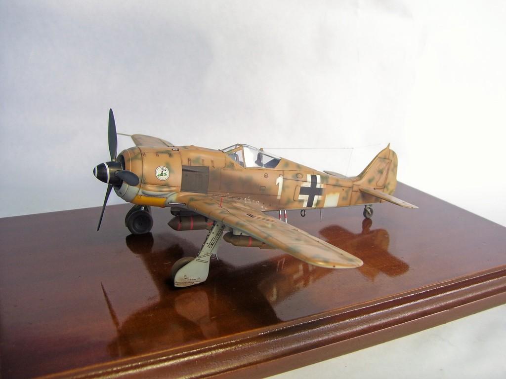 Focke Wulf 190 F-8 Blanco 1, I/SG4 (Tamiya 1/48). FockeWulf190F-8%201