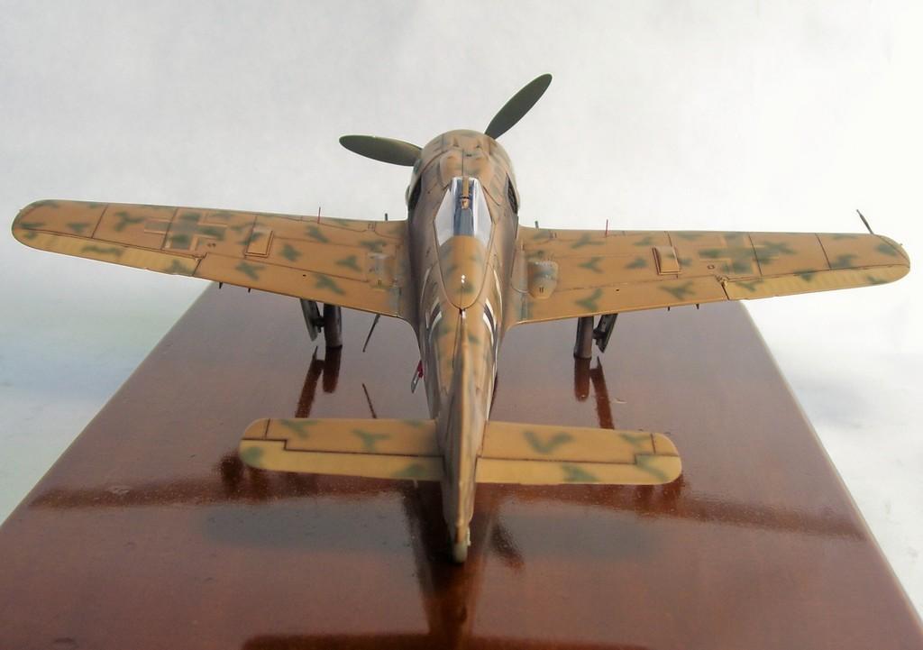 Focke Wulf 190 F-8 Blanco 1, I/SG4 (Tamiya 1/48). FockeWulf190F-8%2011