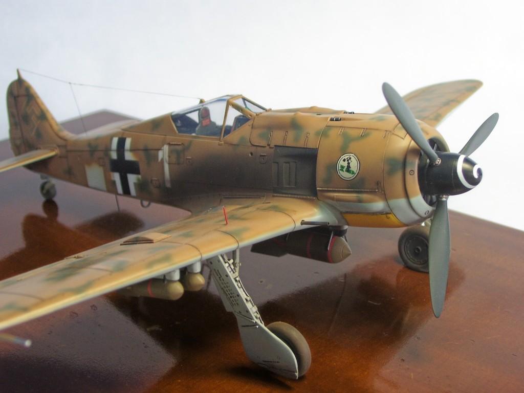 Focke Wulf 190 F-8 Blanco 1, I/SG4 (Tamiya 1/48). FockeWulf190F-8%2021