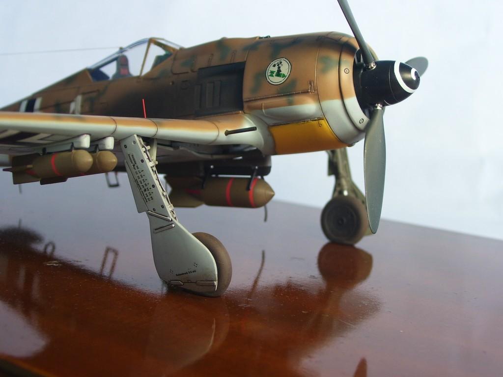 Focke Wulf 190 F-8 Blanco 1, I/SG4 (Tamiya 1/48). FockeWulf190F-8%2023