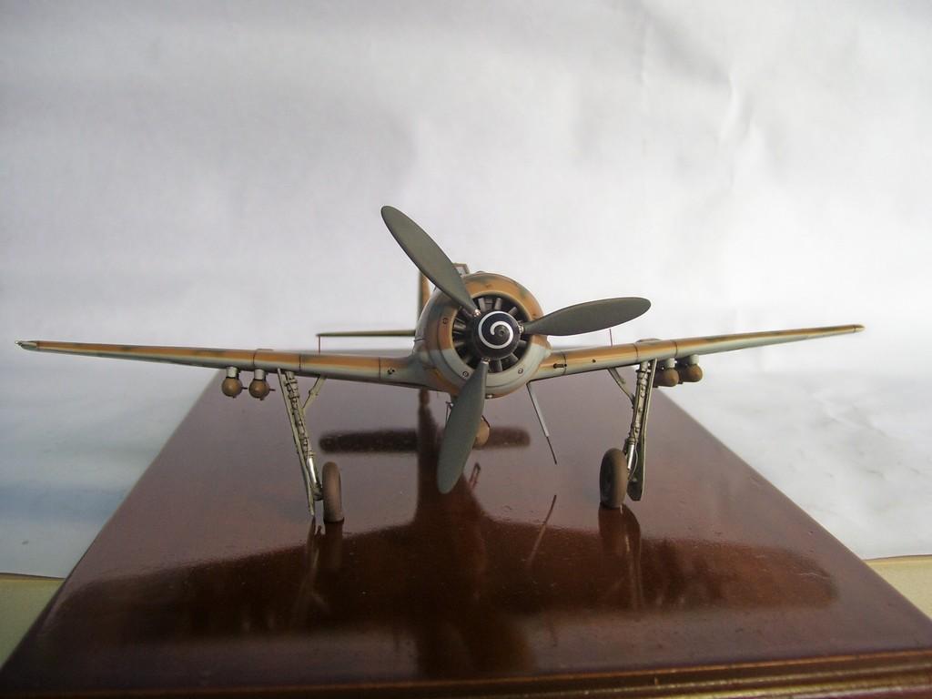 Focke Wulf 190 F-8 Blanco 1, I/SG4 (Tamiya 1/48). FockeWulf190F-8%2028