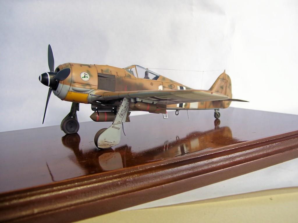 Focke Wulf 190 F-8 Blanco 1, I/SG4 (Tamiya 1/48). FockeWulf190F-8%203