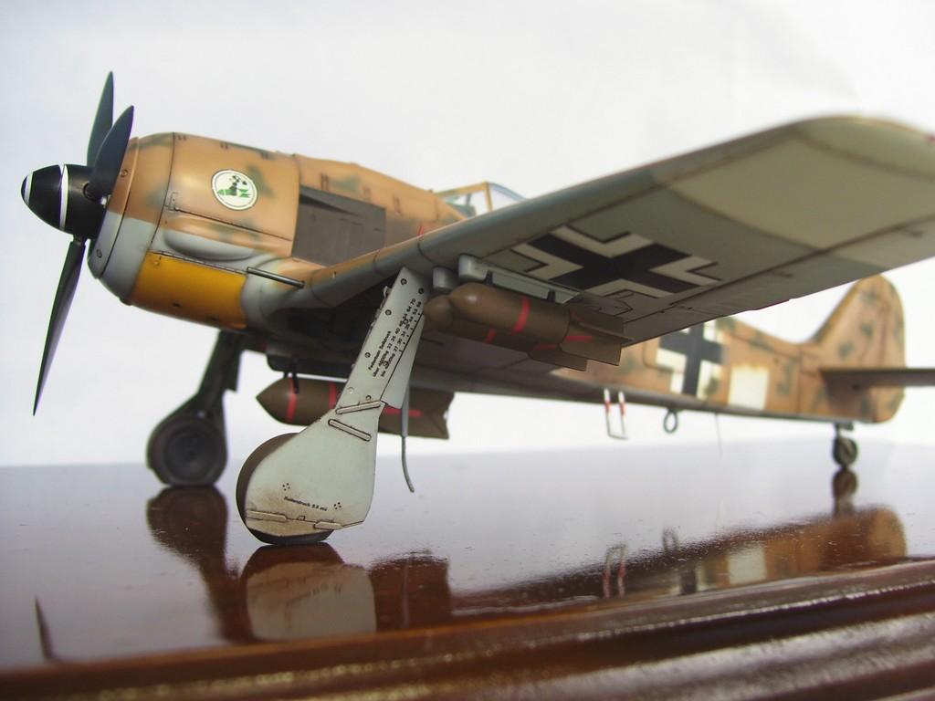 Focke Wulf 190 F-8 Blanco 1, I/SG4 (Tamiya 1/48). FockeWulf190F-8%206