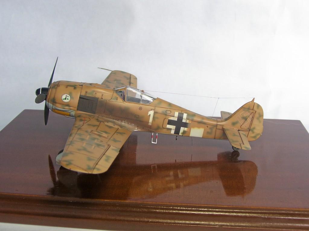 Focke Wulf 190 F-8 Blanco 1, I/SG4 (Tamiya 1/48). FockeWulf190F-8%207