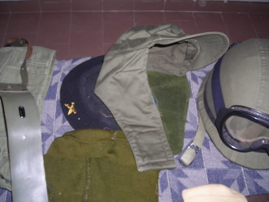 uniform and equipment. Argentine army. 1982 DSCN3029