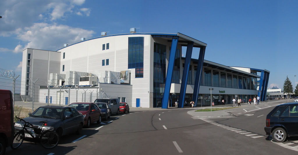 [FS9] Katowice (EPKT) - Wings Airways Pyrzowice_-_terminal_B-1