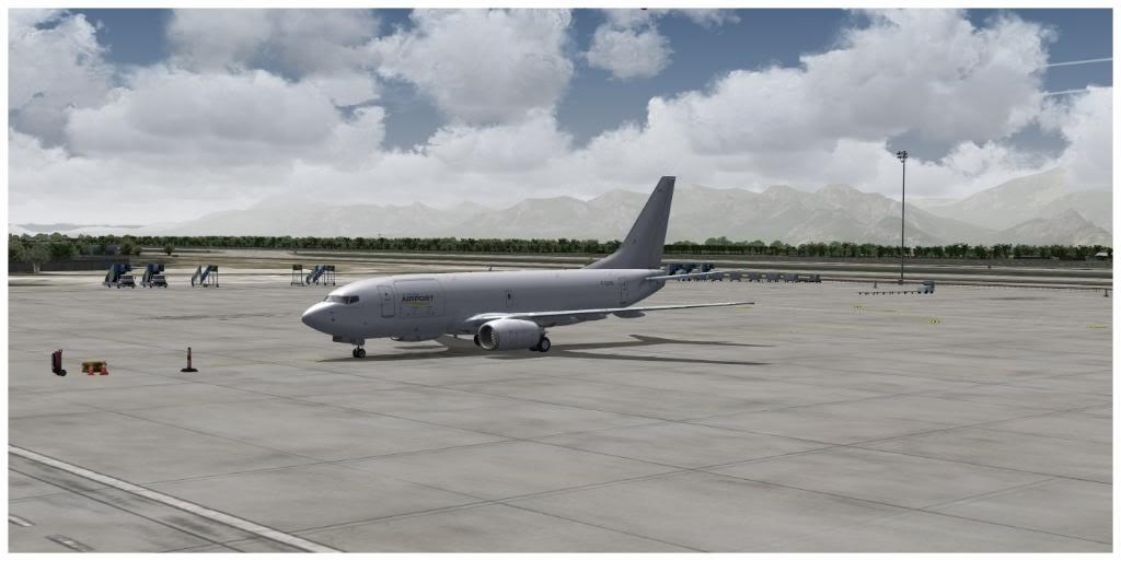 Boeing 737-700 & McDonell Douglas MD-11 F TNCMKMIA06-11-1108-2