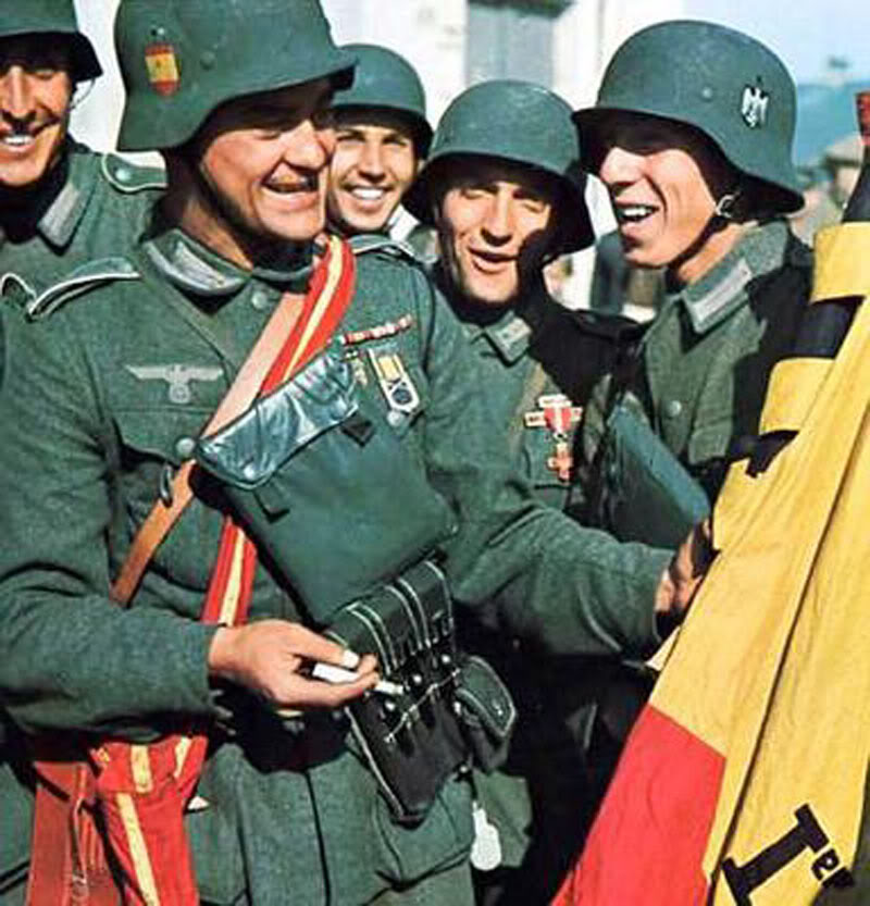 Segunda Guerra Mundial - Página 2 Spanish-Soldiers-Blue-Division-px800