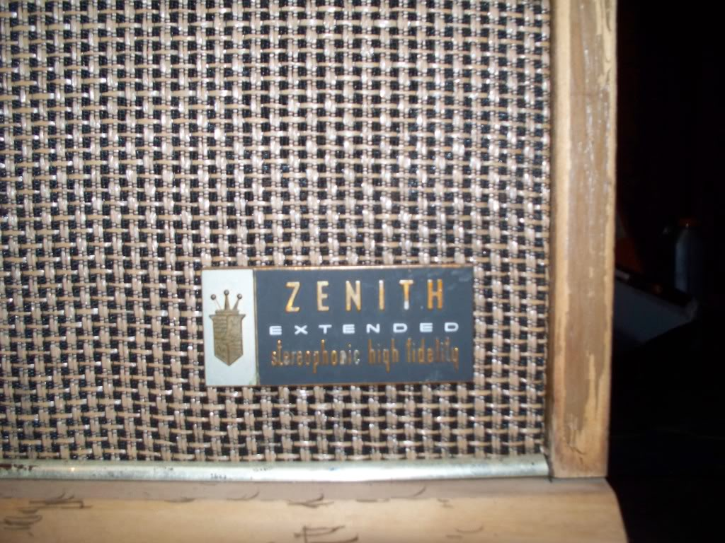 1960's Zenith Radio/Record player I need some info 101_0471