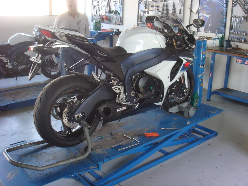 Teste da nova GSX-R 1000 2011 - Página 2 DSC04002