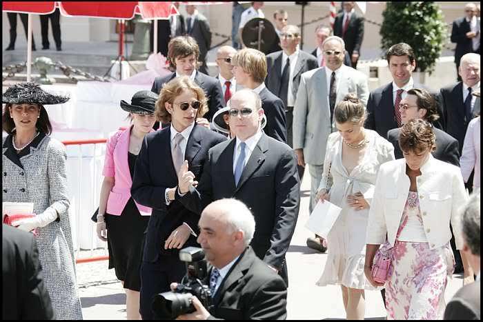 S.A.S. el Príncipe Alberto II de Mónaco - Página 2 Dl109207022fn7