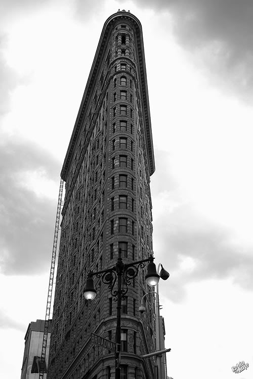 The Flat Iron Building in Black and White 10-2006_NYC_608skybw