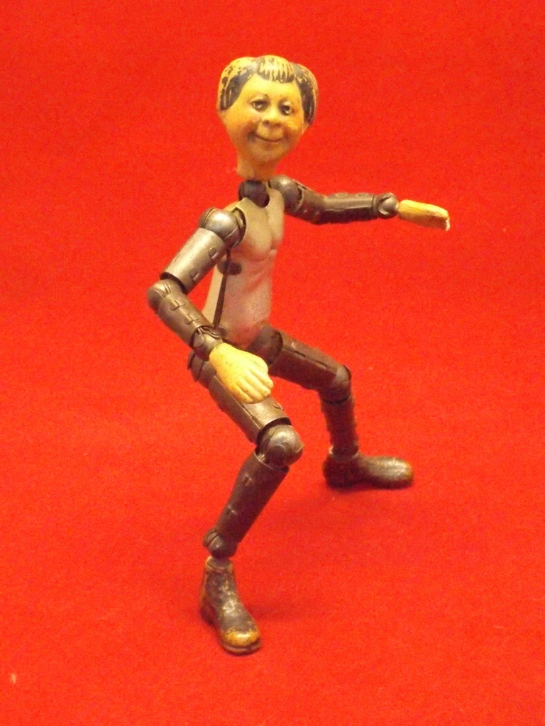 ID request on weird old action figure! DSCF5222_zpsj4fmxqqe